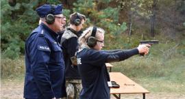 Zawody z policyjnymi pistoletami w rękach