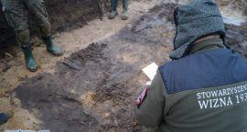 Żołnierze ze zbiorowej mogiły zostaną pochowani w Szumowie