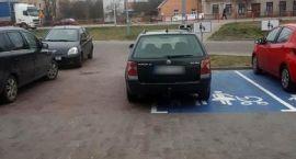 """Kolejni """"mistrzowie"""" parkowania [foto]"""