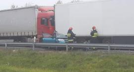 3 osoby w szpitalu po zderzeniu ciężarówek i osobówki na DK8. Droga zablokowana [aktualizacja]