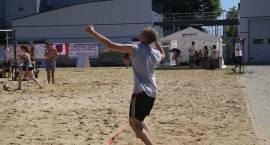 Udany turniej piłki plażowej przy basenie [foto]
