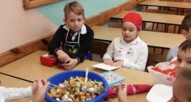 """Pierwszoklasiści z """"Trójki"""" obchodzili  Europejski Dzień Zdrowego Jedzenia i Gotowania"""