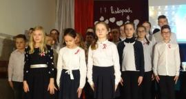 Uczniowie Szkoły Podstawowej w Starym Skarżynie upamiętnili odzyskanie niepodległości