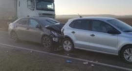 Zderzenie 4 aut na DK63. 1 osoba w szpitalu [aktualizacja]
