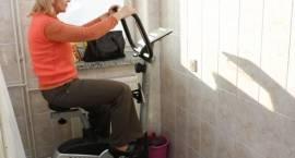 """Towarzystwo """"Nasz Szpital"""" przekazało nowy sprzęt poradni rehabilitacyjnej"""