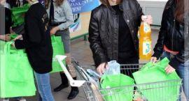 Od 1 stycznia zapłacimy za torebki foliowe w sklepach