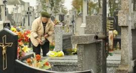 Trwają przygotowania do Wszystkich Świętych na zambrowskich cmentarzach