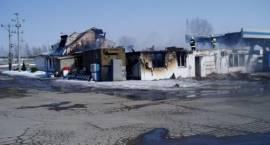 Pożar na stacji paliw we wsi Gosie Małe – budynek hotelowy doszczętnie spłonął
