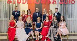 Studniówka ZSA 2018. Zdjęcia grupowe
