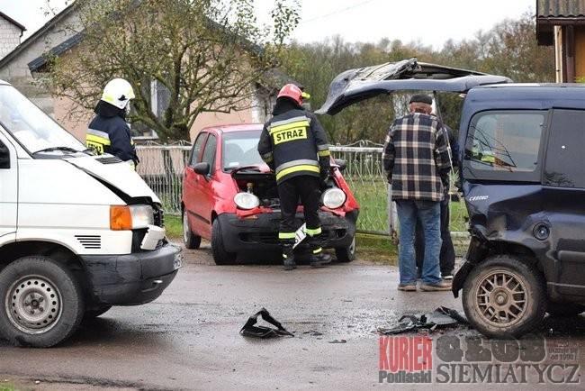 Wypadki drogowe, Wypadek pogotowie czekano minut - zdjęcie, fotografia