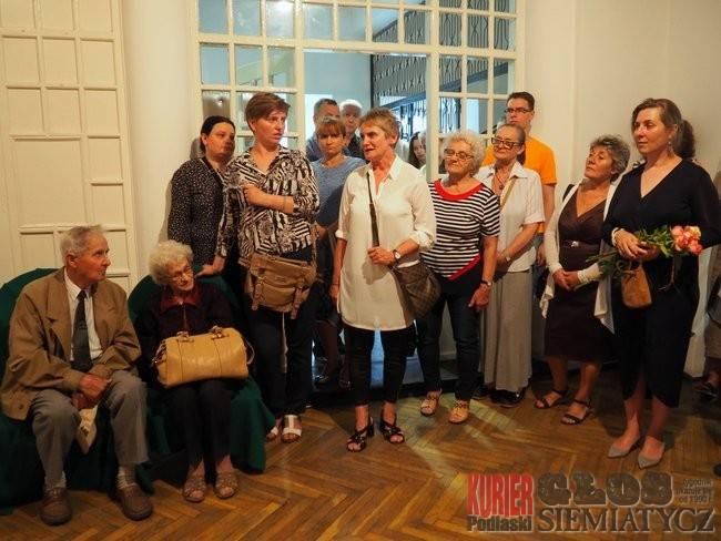 """Wernisaże - spotkania , Wystawa """"Artyści stąd"""" - zdjęcie, fotografia"""