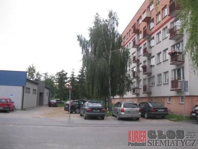 Administracja, Spółdzielnia mieszkaniowa remontuje parkingi stawia szlabany - zdjęcie, fotografia