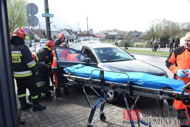 Wypadki drogowe, poszkodowanego wypadku śmigłowiec wylądował dworcu - zdjęcie, fotografia