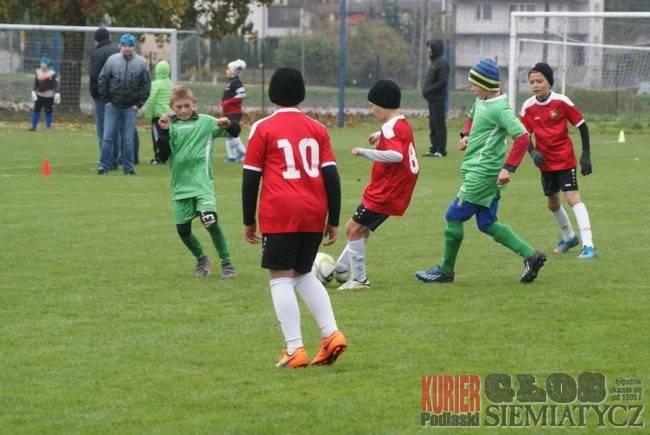 Piłka nożna, Piłka nożna liderem kryzys Cresovii Husara - zdjęcie, fotografia