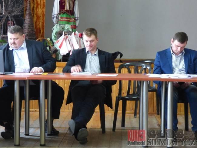 Samorządy , Radni mało słyszalni - zdjęcie, fotografia