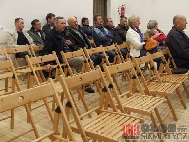 Twarde krzesła w Drohiczynie