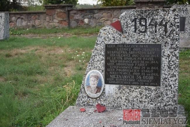 Zniszczony cmentarz wojenny