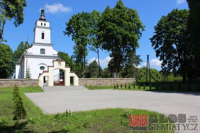Gmina sfinansowała parking parafialny