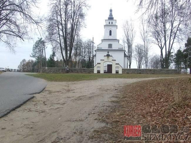 Dziadkowice - Kościelny parking z perypetiami