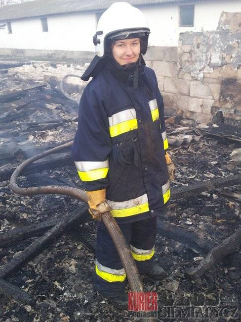 Sieniewice - Dziewczyna strażak w akcji