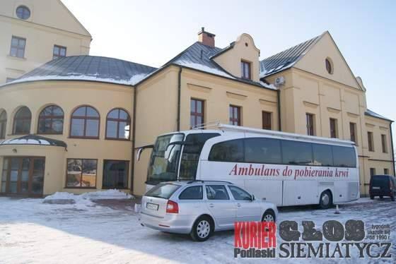 Drohiczyn  - Ambulans HDK pod kurią