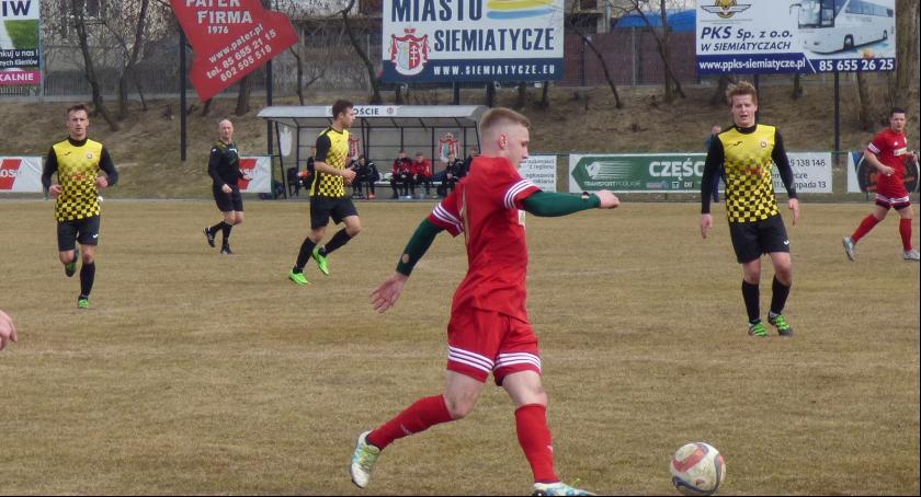 Piłka nożna, Bezbramkowy remis Siemiatyczach - zdjęcie, fotografia