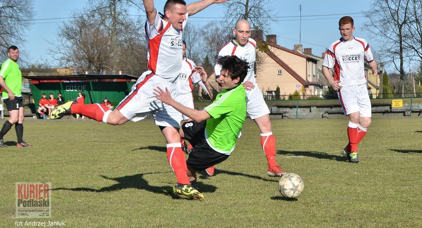 Piłka nożna, zbiera punkty Cresovia zwycięstwa - zdjęcie, fotografia