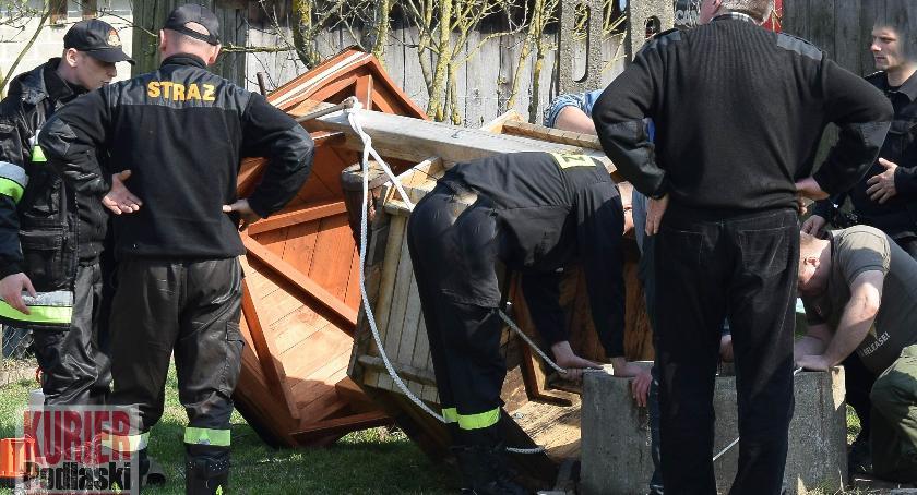 Komunikaty, poszukiwani, Tragedia Kajance Zaginioną kobietę znaleziono studni - zdjęcie, fotografia