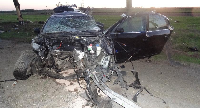 Wypadki drogowe, Zginął letni kierowca - zdjęcie, fotografia