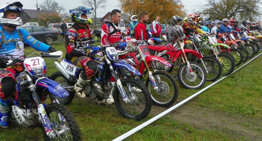 Sporty motorowe, Biegi przełajowe zawody motocyklowe Dzień Dziecka - zdjęcie, fotografia