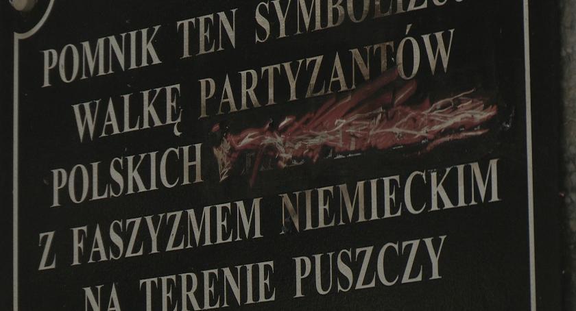 Administracja, zmieńcie napis pomniku - zdjęcie, fotografia