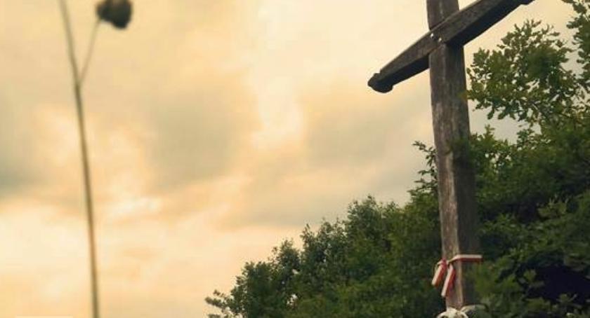 Sprawy kryminalne, Zniszczony krzyż prawosławny prowokacja głupota - zdjęcie, fotografia