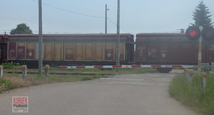Administracja, Utrudnienia przejeździe kolejowym Siemiatyczach Stacji - zdjęcie, fotografia