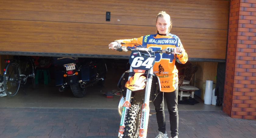 Sporty motorowe, Pasje Julii motocykl piłka - zdjęcie, fotografia