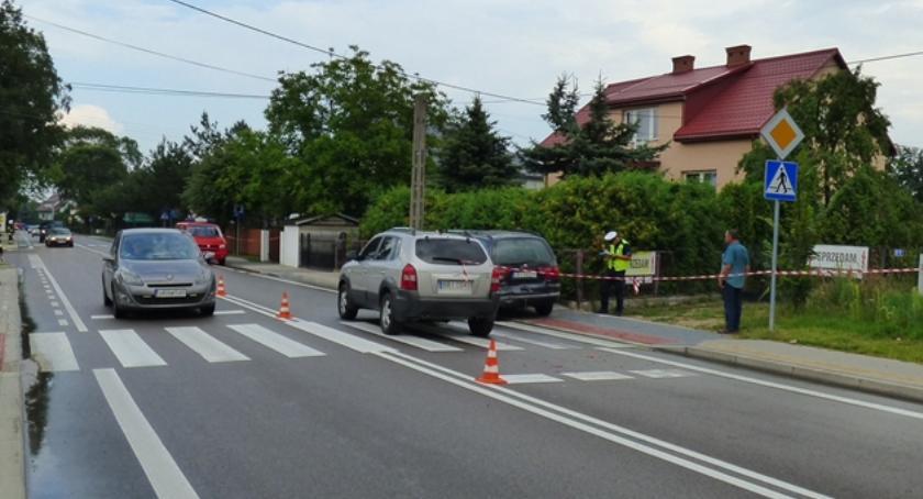 Wypadki drogowe, Zderzenie potrącenie pieszej Drohiczynie - zdjęcie, fotografia
