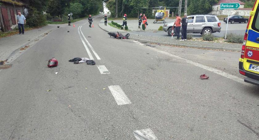 Wypadki drogowe, Zderzenie motocykla samochodem - zdjęcie, fotografia