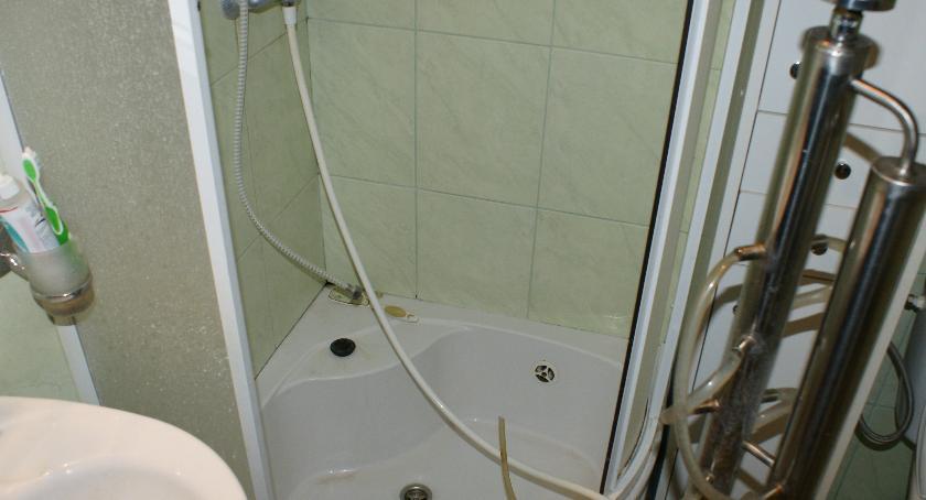 Sprawy kryminalne, czego może służyć kabina prysznicowa - zdjęcie, fotografia