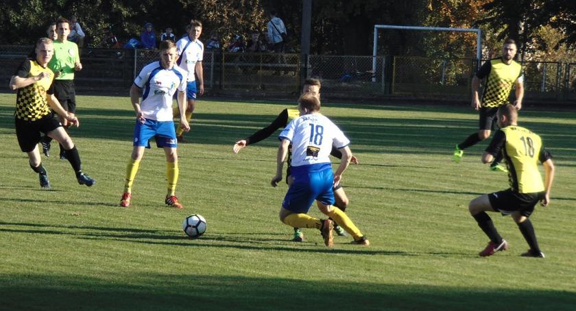 Piłka nożna, Mielnik powodem sensacji Bielsku Podlaskim - zdjęcie, fotografia
