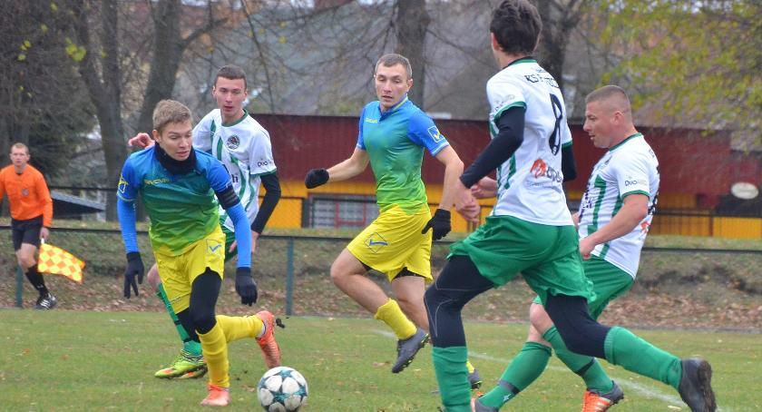 Piłka nożna, Puszcza Hajnówka lepsza Piasta Białystok - zdjęcie, fotografia