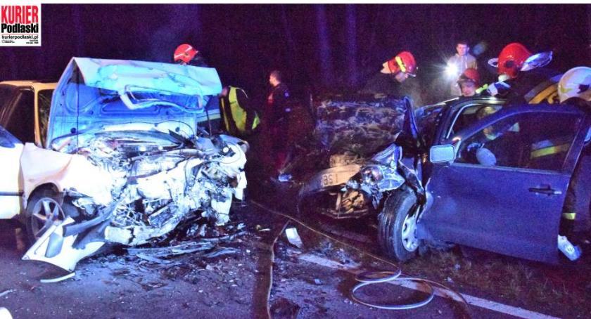 Wypadki drogowe, Czołówe zderzenie dziewiętnastce osób ciężko rannych - zdjęcie, fotografia