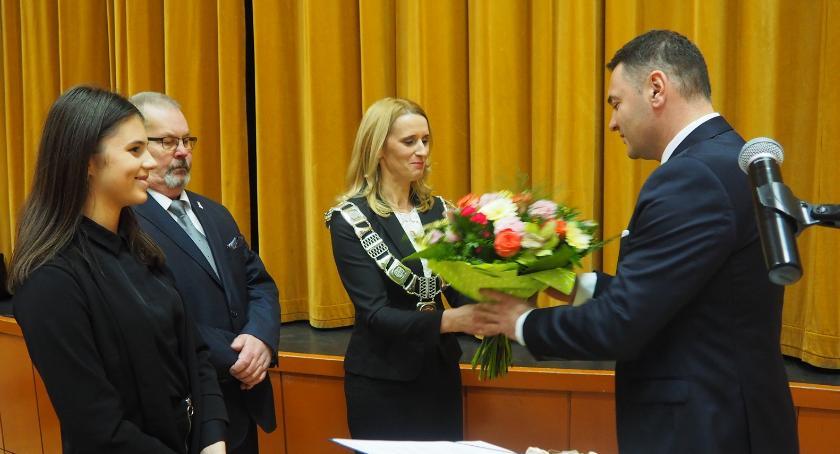 Samorządy , Burmistrz niższą pensją - zdjęcie, fotografia