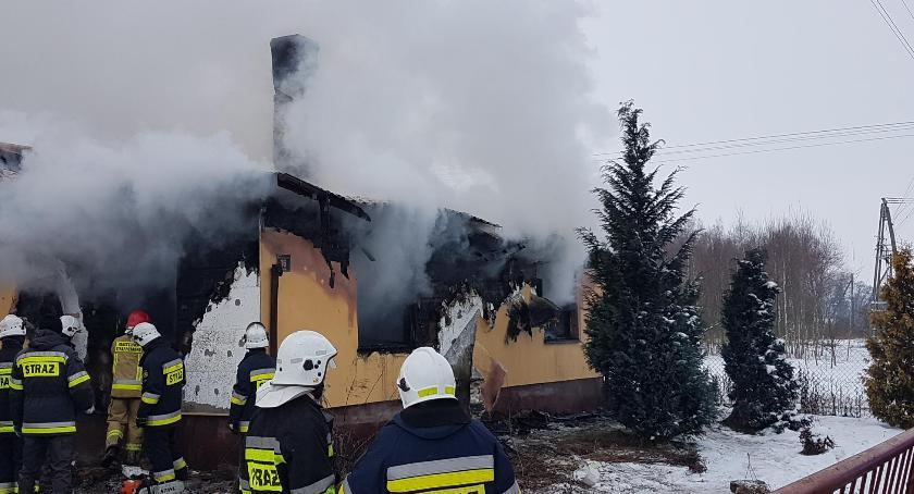 Pożary - straż, Pożar gminie Huszlew osoby żyją - zdjęcie, fotografia