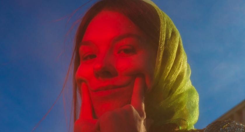 Muzyka - Koncerty, Halfway Festival Prezentuje Karolina Czarnecka - zdjęcie, fotografia