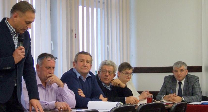 Samorządy , Dyskusyjna podwyżka wynagrodzenia wójta Podwyżka śmieci dyskusji - zdjęcie, fotografia