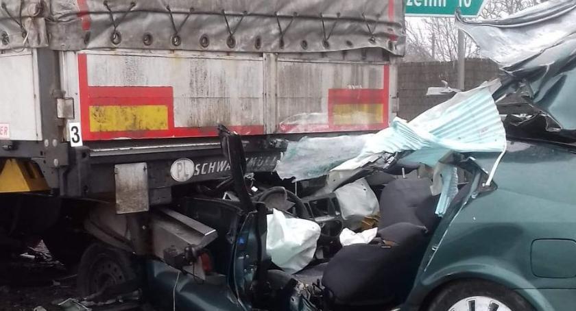 Wypadki drogowe, Wypadek przed przejazdem kolejowym zginął kierowca - zdjęcie, fotografia