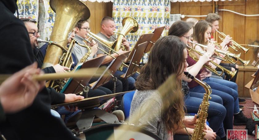 Ludzie  - pasje i problemy, Batuta łączy pokolenia Tradycja współczesność orkiestry dętej - zdjęcie, fotografia
