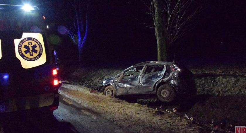 Wypadki drogowe, Dachowanie ciemności - zdjęcie, fotografia