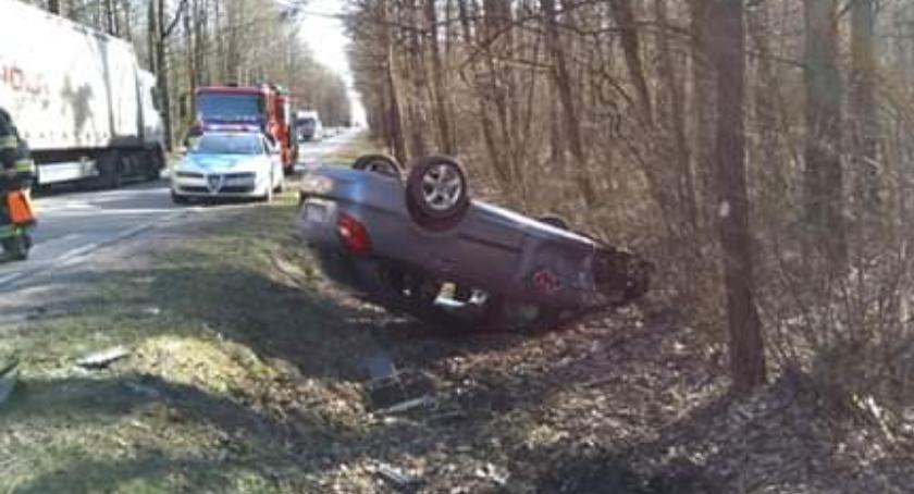 Wypadki drogowe, Zderzenie podczas wyprzedzania - zdjęcie, fotografia