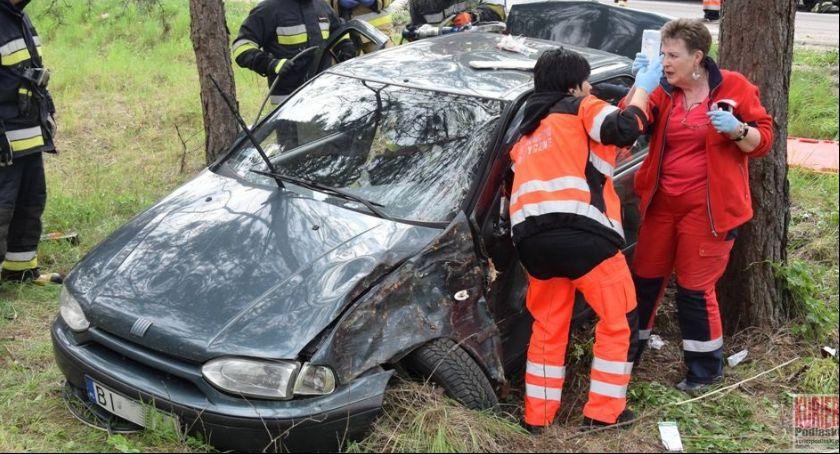 Wypadki drogowe, Wypadek Siemiatyczach osoby szpitalu - zdjęcie, fotografia