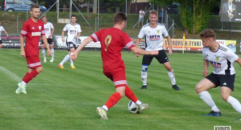 Piłka nożna, Porażka Cresovii beniaminkiem - zdjęcie, fotografia